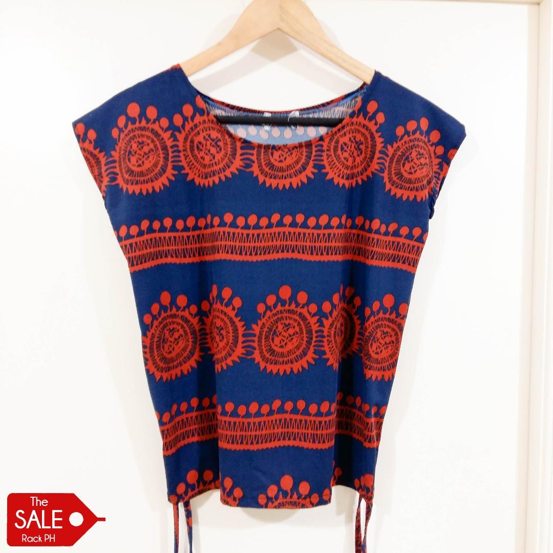 Patterned short-sleeved blouse