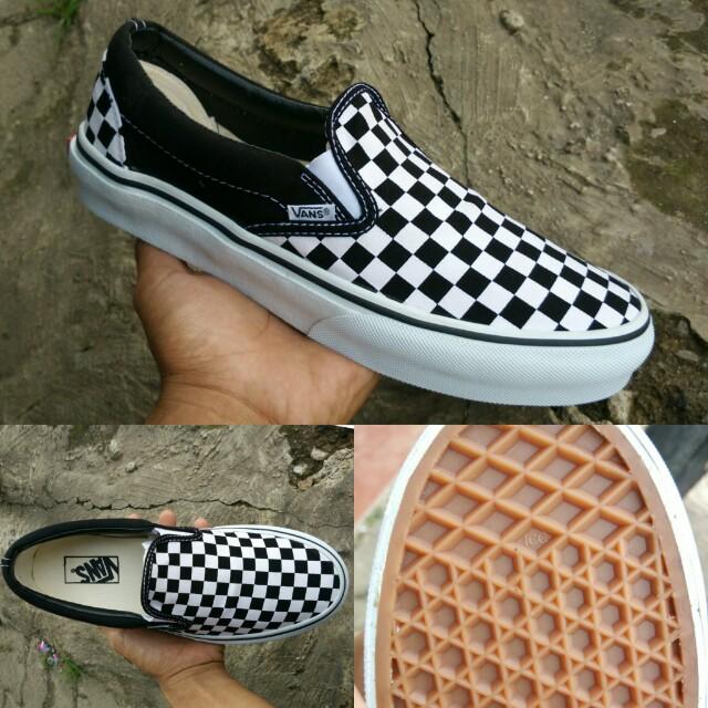 0e3fd05585 Sepatu vans slop slip on motif catur BNIB high Quality