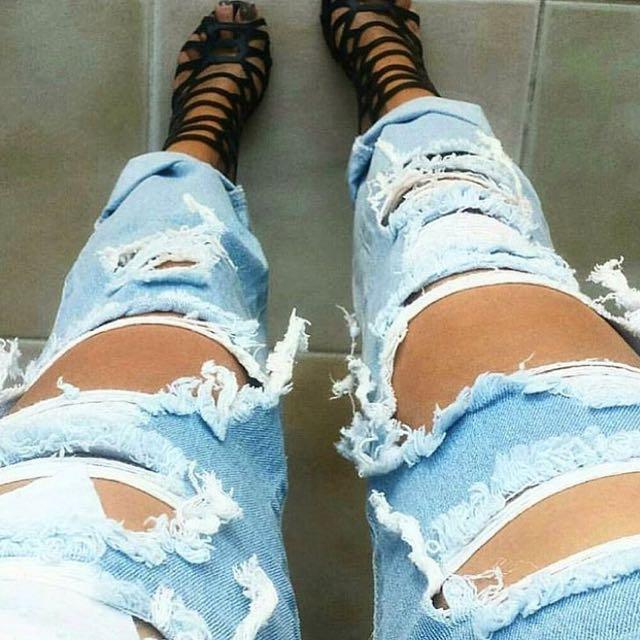 Women's ripped denim jeans - sizes 8-12 AUS