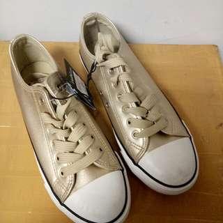 Sepatu Rubi Gold