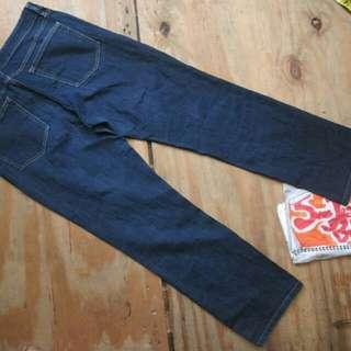 celana jeans uniqlo bukan levis gap zara