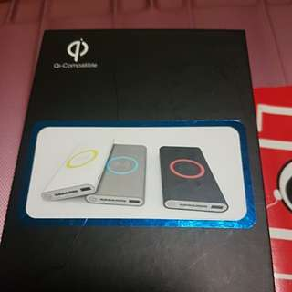 Wireless power bank charge power bank w/ o wire you cam charge apple and other all phones
