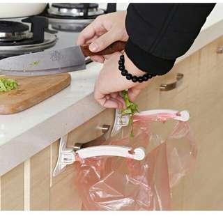Jepit Kantong Plastik Sampah Lemari Dapur  Cabinet Plastic Hook