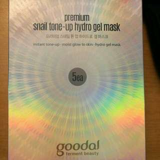 Goodal premium snail tone up hydro gel mask