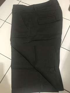Celana Pendek warna hijau lumut