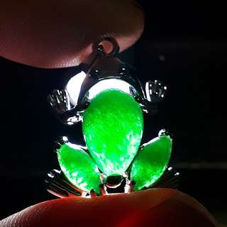 Jade Pendant ( Giok ) little Grn Frog Design Self collection at hougang ave 8 or Punggol Drive under my blk