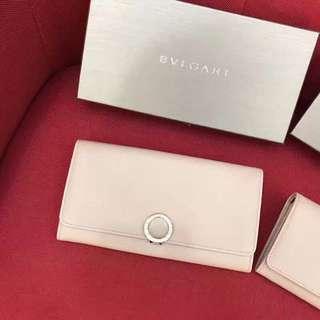 Bvlgari 🏆今年來批特價禮品 長款圓扣錢包👛 送禮必備 ❤️裸粉/黑色