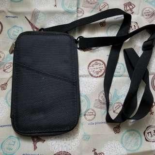 黑色斜揹旅行證件套
