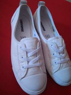 CONVERSE WHITE CHUCK TAYLOR ALL STAR LEATHER BALLET SLIP SNEAKERS