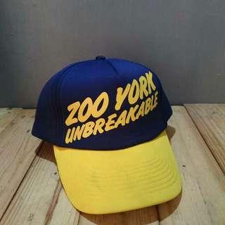 Topi Zoo York Navy original est.1993 (vintage) Rare/Limited edition made in china Size M-XL (all size/pakai strap belakang)  Kondisi baru, masih menempel bandrol barunya dan harga dollarnya Cocok buat main skate
