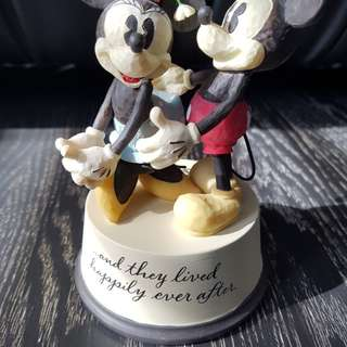 Disney figurine - mickey and minnie