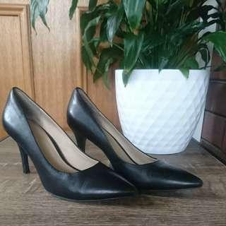 Wittner black leather work / play pumps/ heels