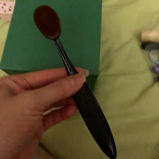MAC OVAL SHAPE BRUSH