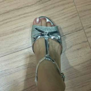 Sepatu sandal victoria
