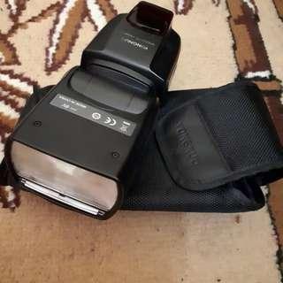 Flash camera DSLR