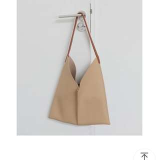 Chic nude bag
