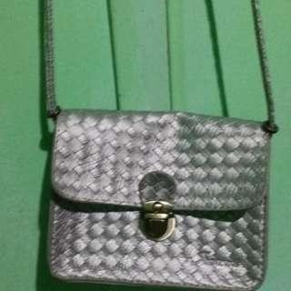 silver sling bag hindi