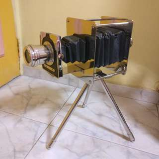 [for rent] vintage camera with stand