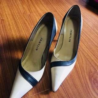 Pointy Toe Pumps/Stilettos