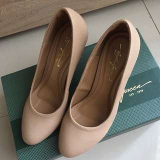 Apple Green Beige Pump Shoes