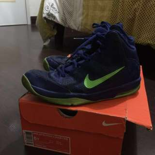 Authentic Nike shoes (Nike Air Without A Doubt) GS -6Y