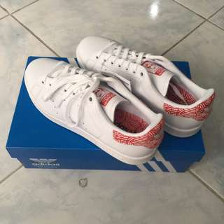 BRAND NEW ADIDAS STAN SMITH ORIGINALS
