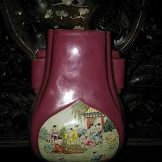 清代红釉开窗粉彩双耳瓶