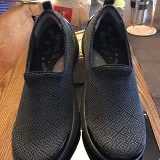 AUTHENTIC NATURALIZER LOAFER SHOES