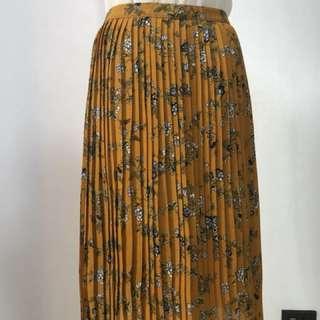 Pleated floral mustard skirt