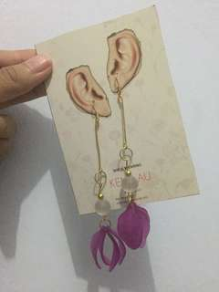 Anting bunga ungu