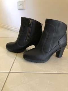 Timberland leather ankle heel boots