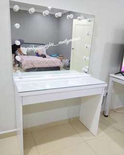 Vanity mirror/dressing table