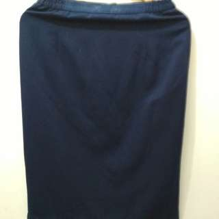 Rok biru panjang sedengkul