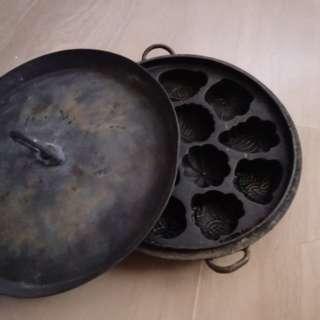 Vintage grandma 'kuih baulu' old brass mould