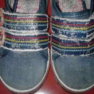 #Makin Tebal Sepatu anak denim