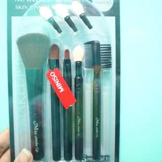 Makeup brush skin charm miniso (belum pernah dipakai sekalipun)