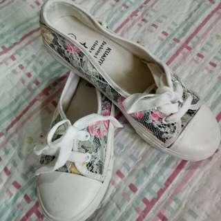 Sepatu brokat