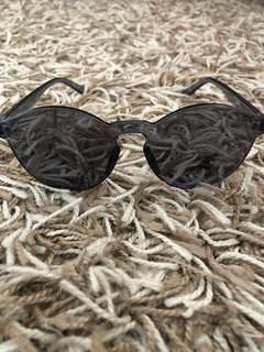 All blck sun glasses