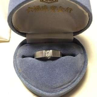 19份 方鑽 鑽石 型格18 K白金戒指 六福珠寶 可到六福店換其他貨 有單