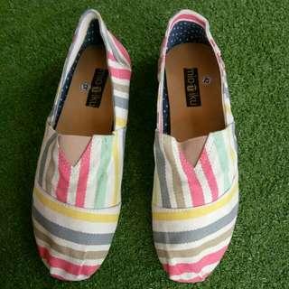 Sepatu kanvas rainbow no 42