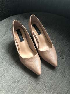 Mondo Size 7 Nude color shoes