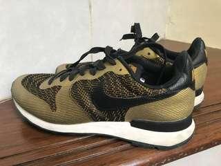 Nike Internationalist Gold Size 38