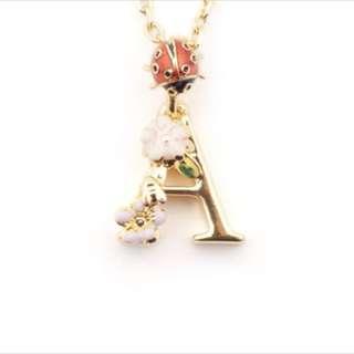 🚚 花卉英文字母A項鍊