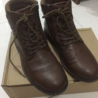 Pull and bear brown boots