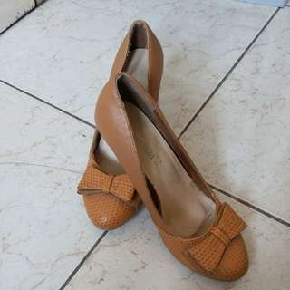 Cardams shoes size 6