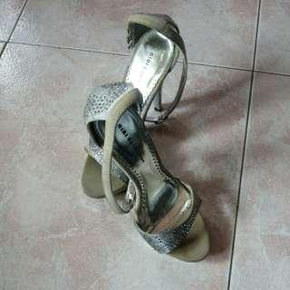 Gibi sandals- size 5