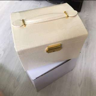 Jewellery Box - white
