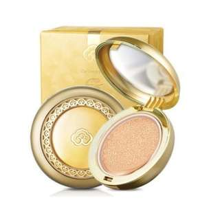 The History of WHOO Gongjinhyang Mi Luxury Golden Cushion