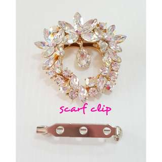 Clear crystals  flowers crystals scarf clip.