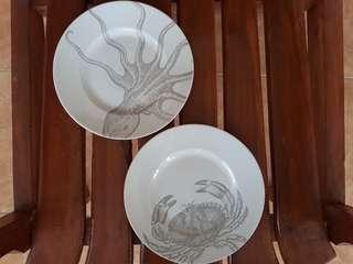 Piring keramik motif gurita dan kepiting